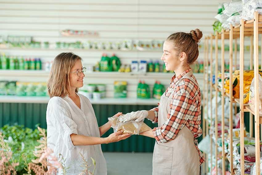 women discussing fertilizer